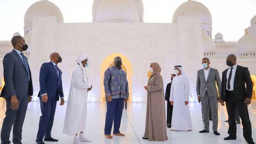 رئيس الكونغو خلال زيارته جامع الشيخ زايد الكبير بالإمارات