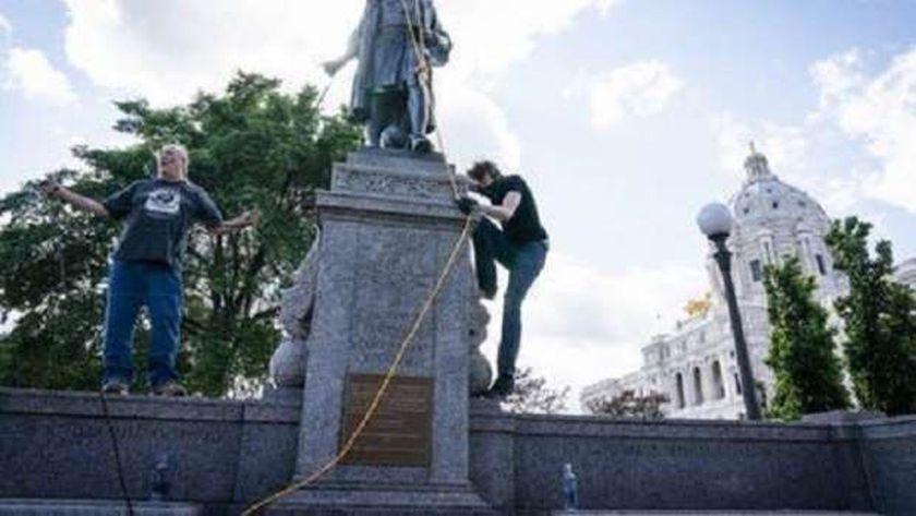 اسقاط تمثال