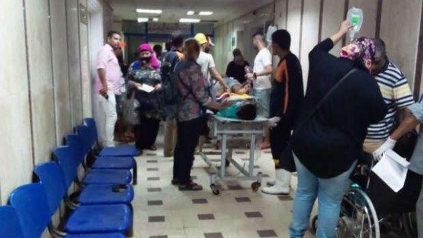 المصابين فى حادث الملاهى بمطروح خلال متابعتهم بمستشفى مطروح العام