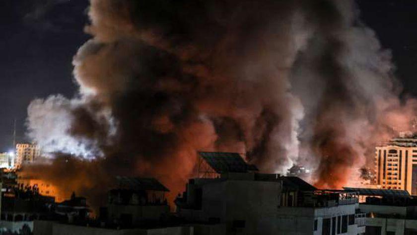 زوارق الاحتلال الإسرائيلي تطلق عدة قذائف تجاه شاطئ غزة