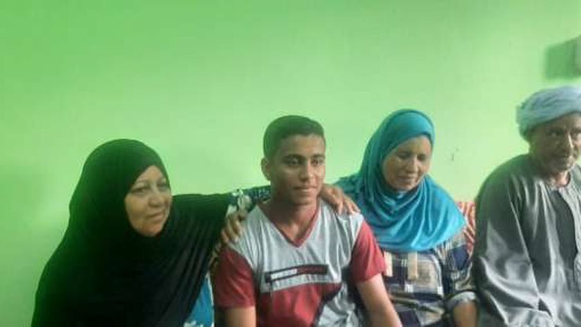 محمد زهدي وسط أسرته