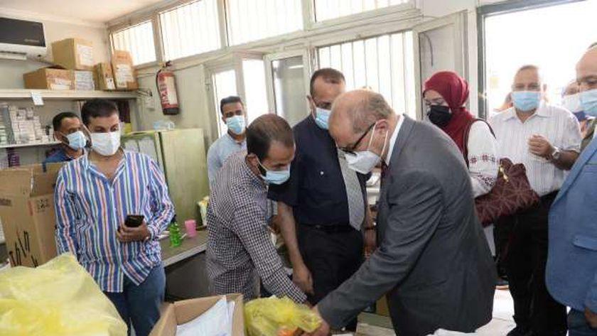 رئيس جامعة أسيوط:زيادة أعداد المترددين على حملة تطعيم بلقاح كورونا