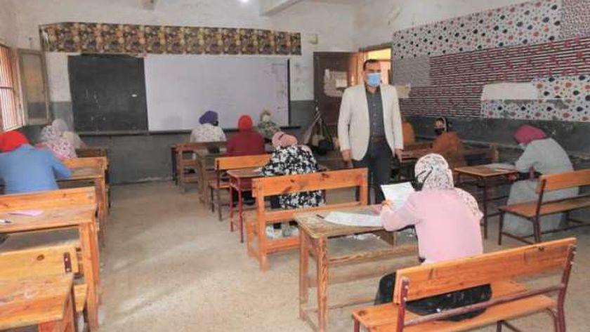 وكيل وزارة التربية والتعليم يتفقد الإمتحانات