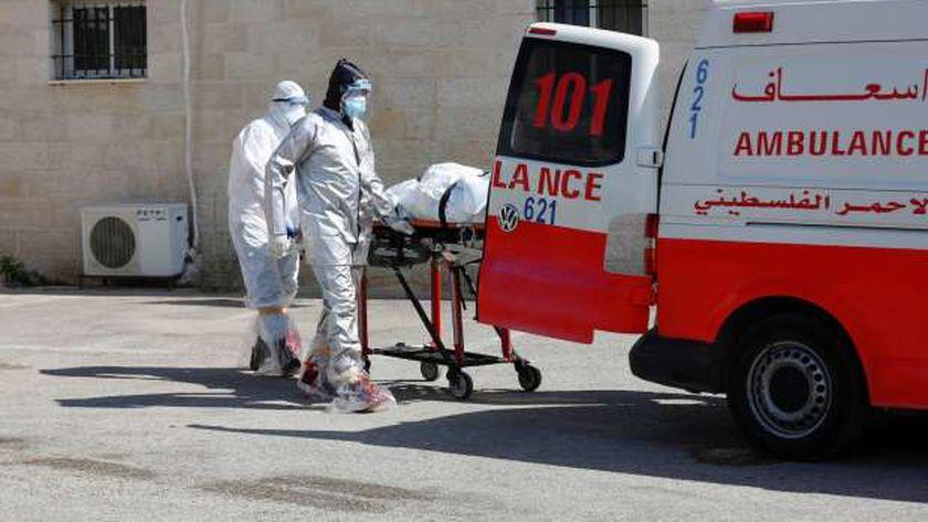 الهلال الأحمر الفلسطيني ينقل أحد مرضى كوفيد 19