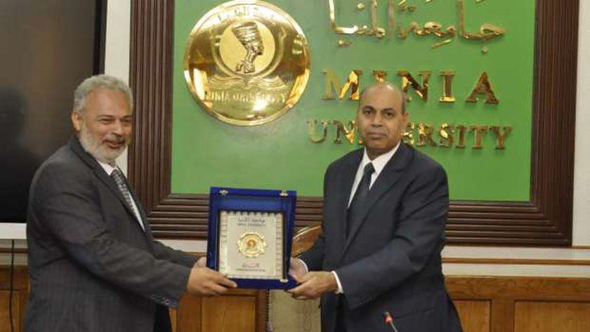 جانب من اجتماع مجلس جامعة المنيا