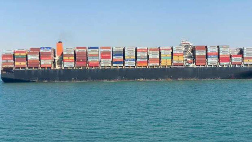 السفينة بعد سحبها لمنطقة البحيرات