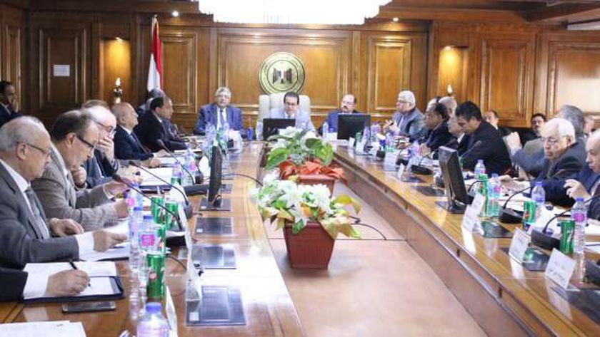 وزير التعليم العالي: تأجيل امتحانات آخر العام.. ولا نية للإلغاء - مصر -