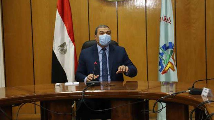 سعفان يتابع حالة العامل المصريالذي تعرض للطعن بالكويت