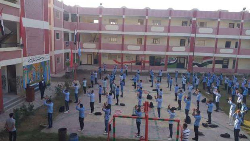 محافظ كفر الشيخ يشيد بالطلاب وقيادات التعليم لتطبيق الإجراءات الاحترازية