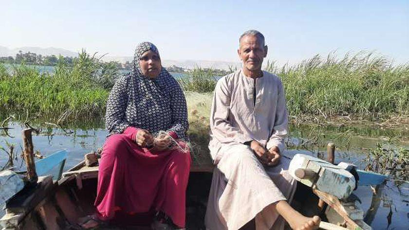 الزوجة الجدعة رزق.. قصة كفاح متولي وأميمة في صيد السمك بنيل قنا (صور)