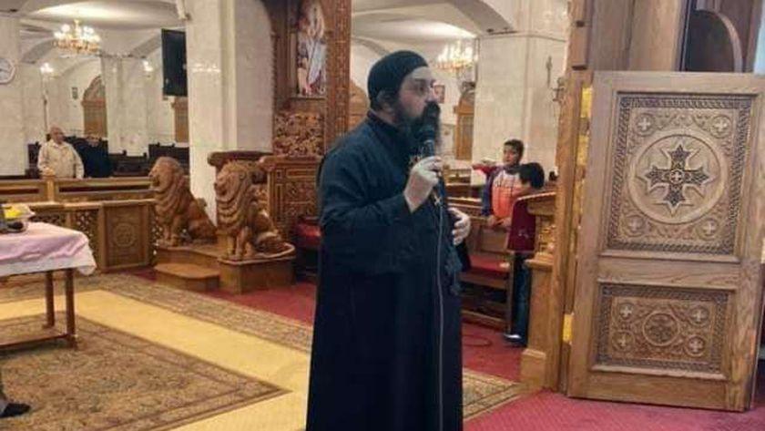 أحد الكهنة الذي أشيع عنه إصابته بكورونا