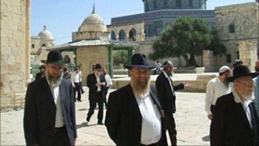 عاجل.. عشرات المستوطنين يقتحمون باحات المسجد الأقصى