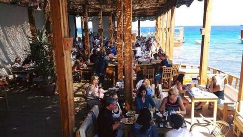 """مطاعم سياحية بشرم الشيخ مكتظة بالرواد """"أرشيفية"""""""