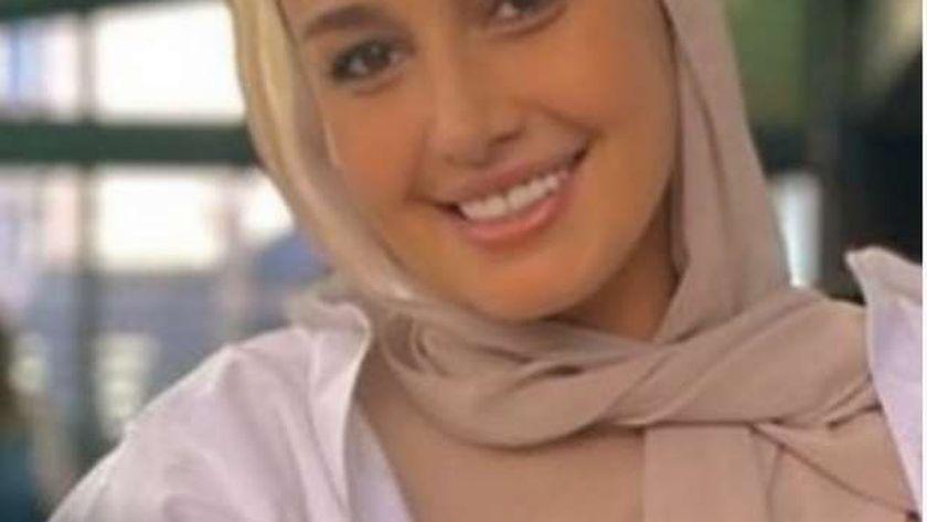 الفنانة حلا شيحة بالحجاب