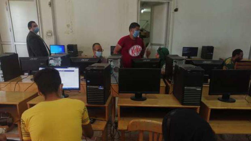 الطلاب أثناء تسجيل الرغبات المرحلة الأولى