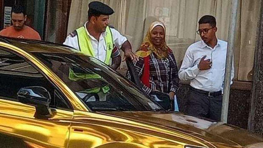 سيارة حمو بيكا في الإسكندرية