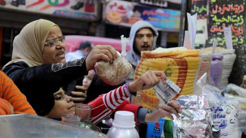 أسعار السلع الغذائية تسجل زيادة من 10 لـ40%.. أغلاها سعر الزيت