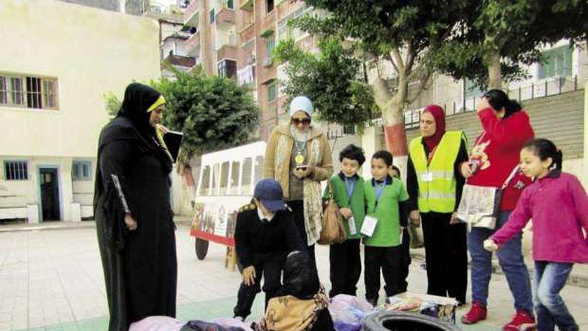 التلاميذ أثناء التدريب على التصرف فى وجود قنبلة بالمدرسة