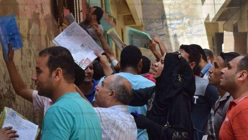 بالصور| زحام بالشهر العقاري بالمنصورة في آخر أيام التقديم لوظائف العدل -  المحافظات - الوطن