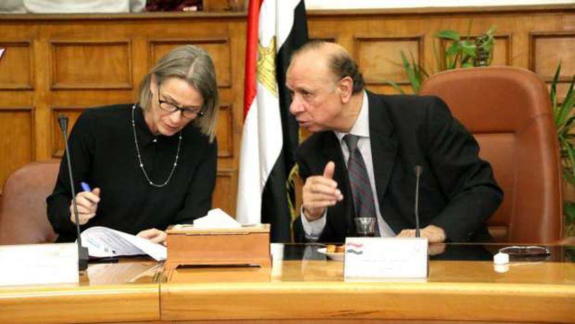 محافظ القاهرة أثناء توقيع بروتوكول مبادرة «سكتك خضرا»