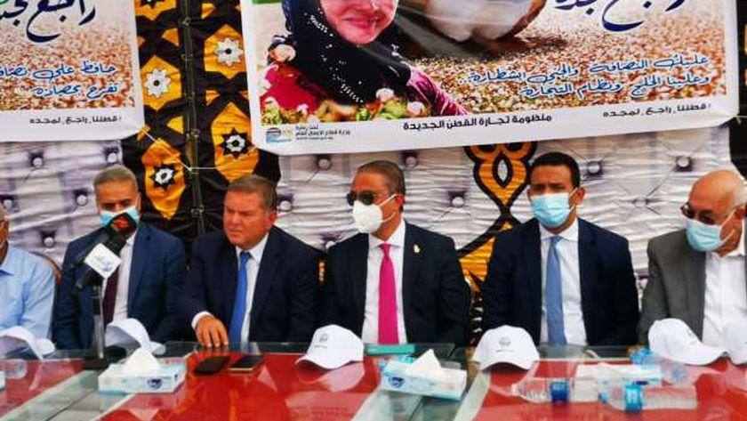 وزير قطاع الأعمال العام يشهد جلسة مزاد علني بالفيوم