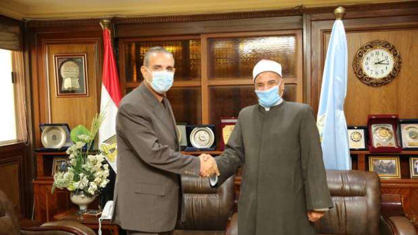 محافظ كفر الشيخ  خلال لقاءه وكيل وزارة الأوقاف الجديد