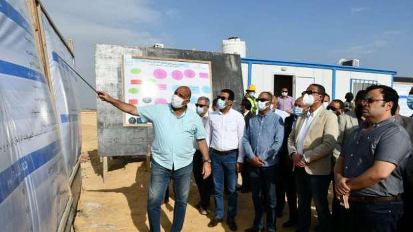 محافظ الفيوم ونائب وزير الإسكان يتفقدان أعمال تطوير محطة مياه قحافة