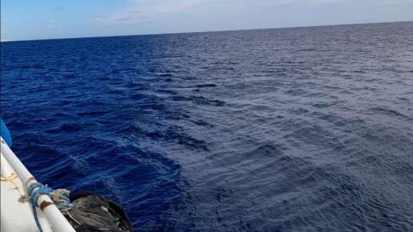 تحول البحر من اللون الأزرق للأسود في الغردقة