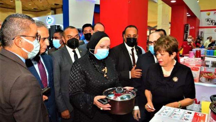 وزيرة التجارة والصناعة تفتتح فعاليات الدورة الـ54 لمعرض القاهرة الدولي
