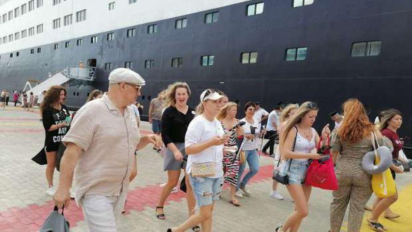 وصول السياح إلى ميناء الإسكندرية