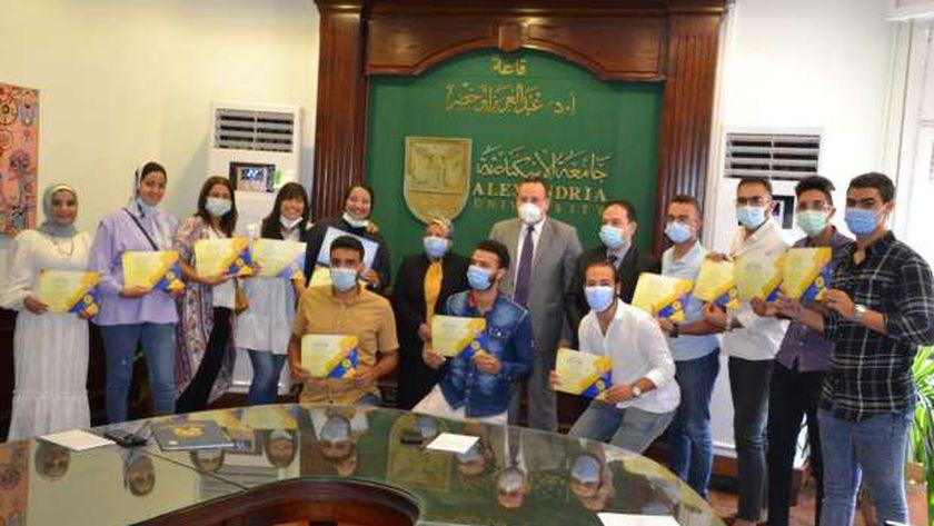 طلاب جامعة الإسكندرية الفائزين