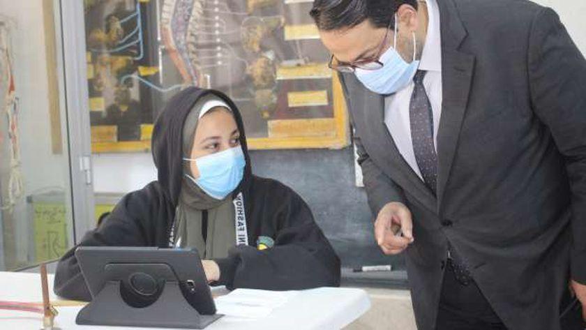 وكيل وزارة التربية والتعليم بالغربية يتابع امتحانات الفصل الدراسي الأول