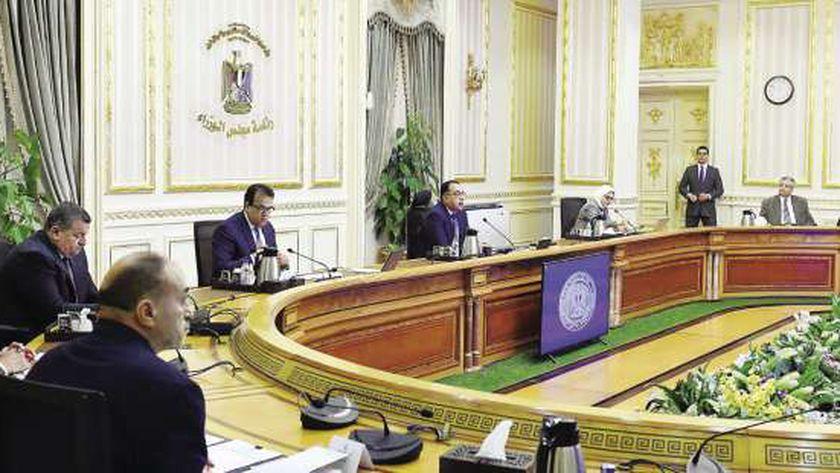 رئيس الوزراء خلال اجتماع لجنة المجموعة الطبية لمجابهة «كورونا»