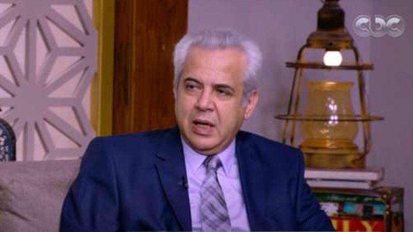 الدكتور طارق سعد، استشاري الأمراض الباطنة والجهاز الهضمي والسكر