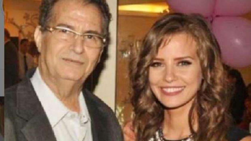إيمان العاصي مع والدها