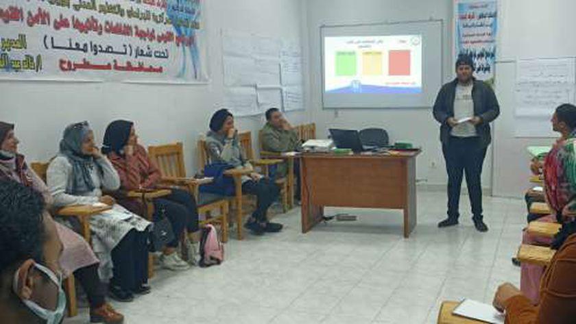 جانب من فعاليات دورة للشباب حول الشائعات وتأثيرها على الأمن القومي بمطروح