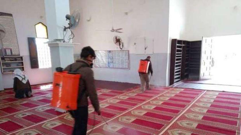 جانب من تعقيم المساجد بمدينة سيدى برانى