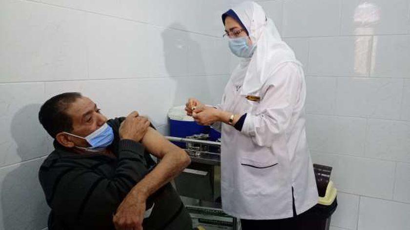 إعطاء اللقاح بالإسكندرية