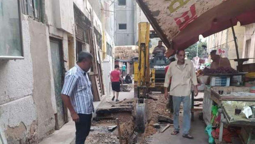 اصلاح الماسورة الرئيسية في باب سدرة المسببة في انقطاع المياه في الإسكندرية