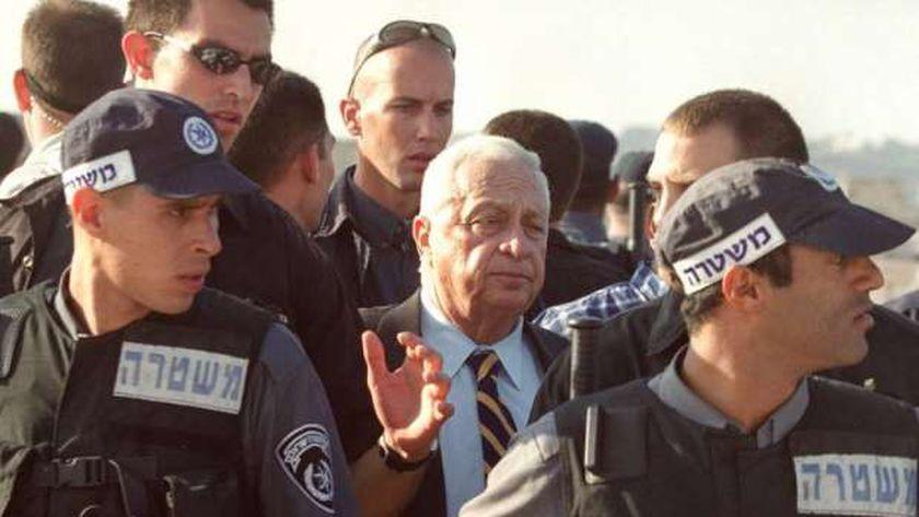شارون يقتحم المسجد الأقصى وسط حراسة شرطة الاحتلال