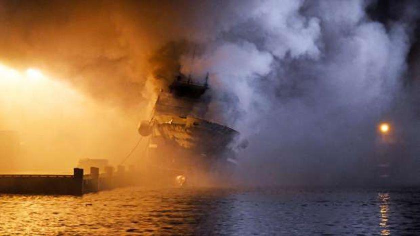 حريق في سفينة ركاب قبالة «مالوكو الشمالية» شرقي إندونيسيا «فيديو»