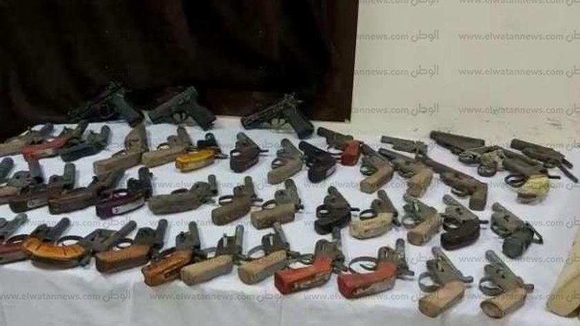 ضبط 31 قطعة سلاح ومواد مخدرة في حملة مكبرة بسوهاج