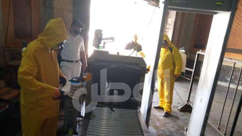 عمليات تطهير وتعقيم بوابات أجهزة الكشف عن المتفجرات بالمحطات للوقاية من كورونا
