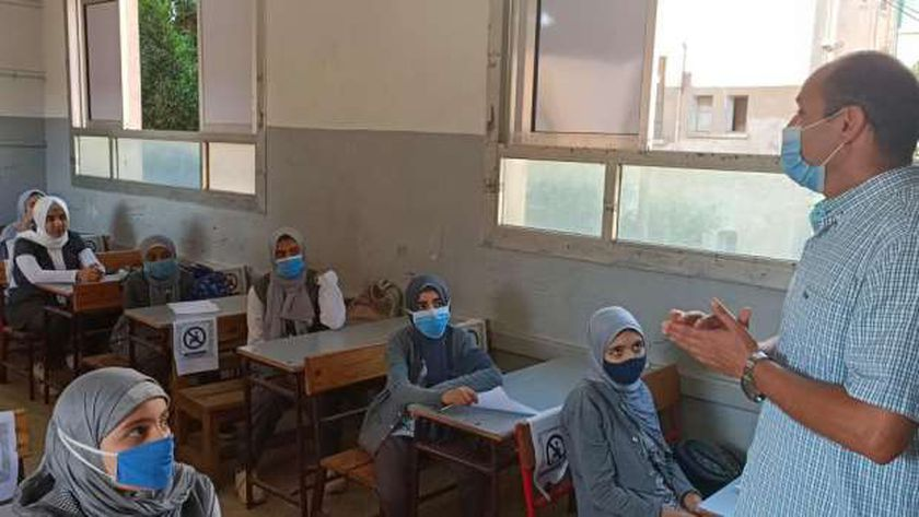 انتظام العام الدراسي الجديد بالمدارس والتزام التلاميذ بارتداء الكمامات الطبية