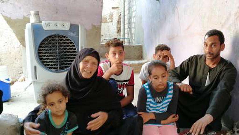 """صور ..أسر شهيدي الغربة في السعودية: """"لن نأكل أو نشرب حتى ندفنهما"""""""