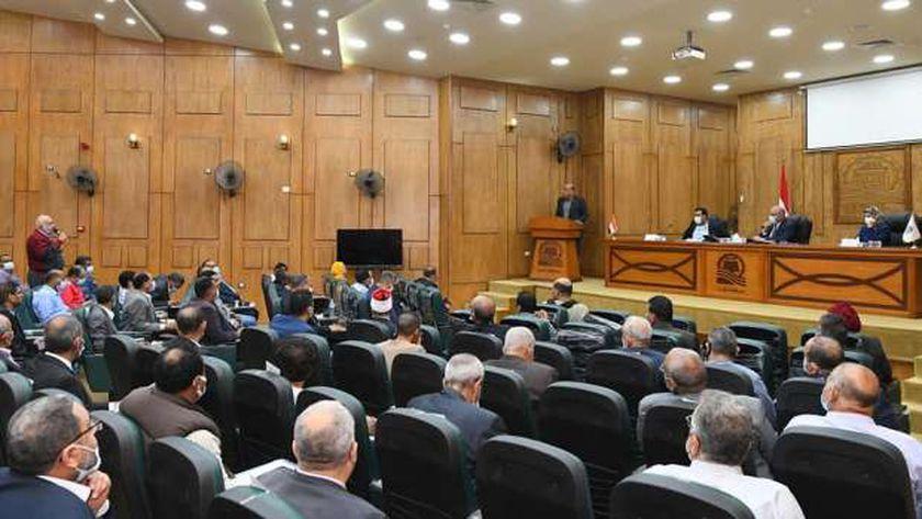 محافظة قنا مع النواب