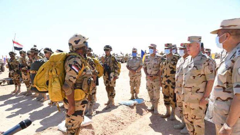 رئيس أركان حرب القوات المسلحة يشهد اصطفاف الجيش على الاتجاه الغربي