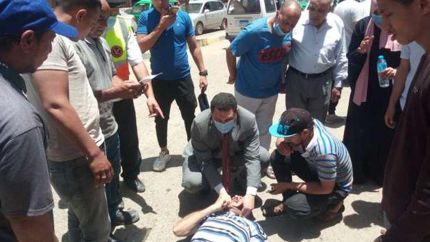 وكيل وزارة الصحة بالمنوفية أثناء إنقاذ الشاب