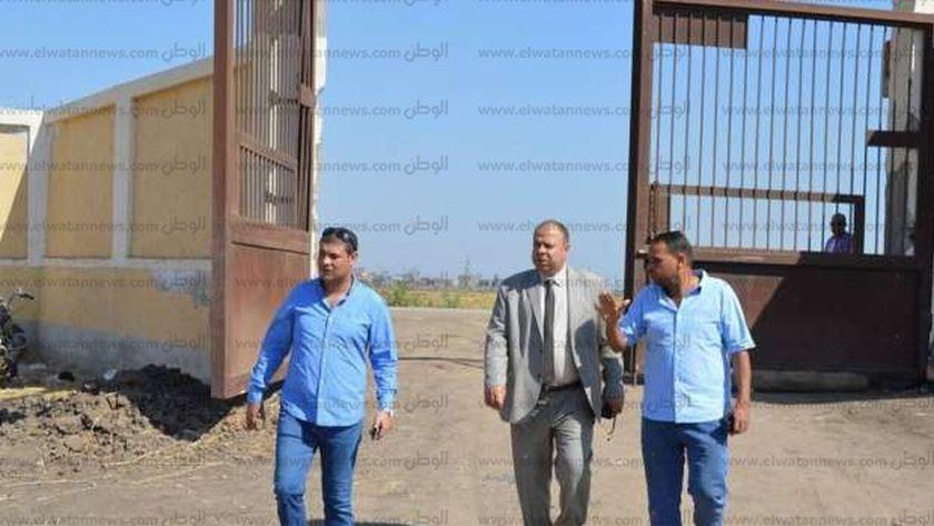 مساعد محافظ كفر الشيخ يتفقد انشاء مدرستين