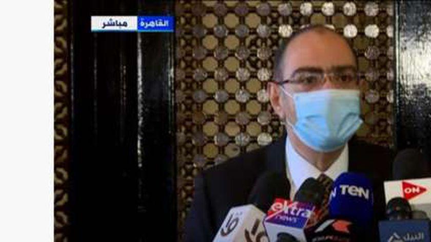 الدكتور حسام حسني